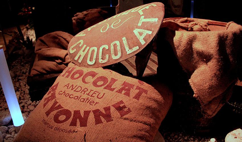 Un carré de chocolat à l'effigie du Dragon de Calais
